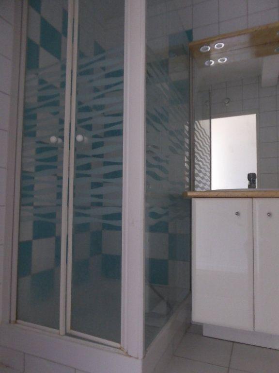 Appartement à louer 3 62.69m2 à Limoges vignette-6