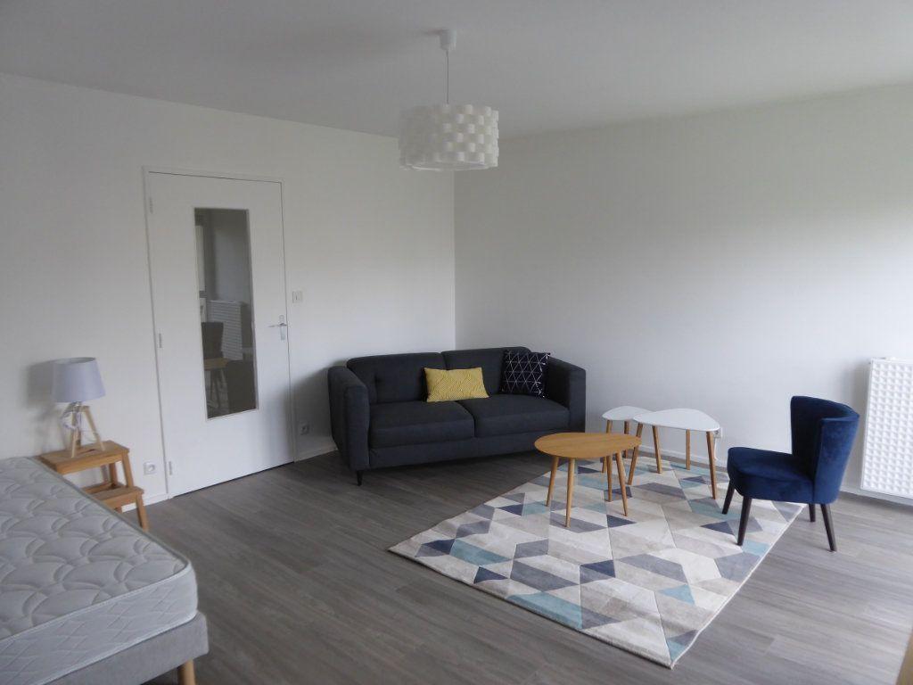 Appartement à louer 1 39.82m2 à Limoges vignette-2