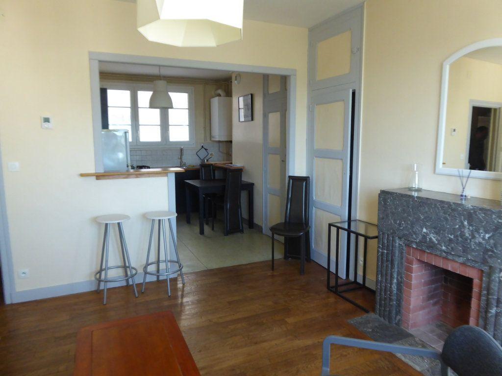 Appartement à louer 2 41.61m2 à Limoges vignette-3