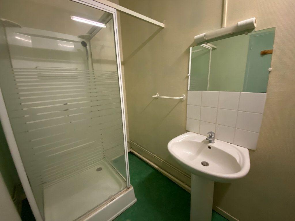 Appartement à louer 2 55.63m2 à Limoges vignette-5