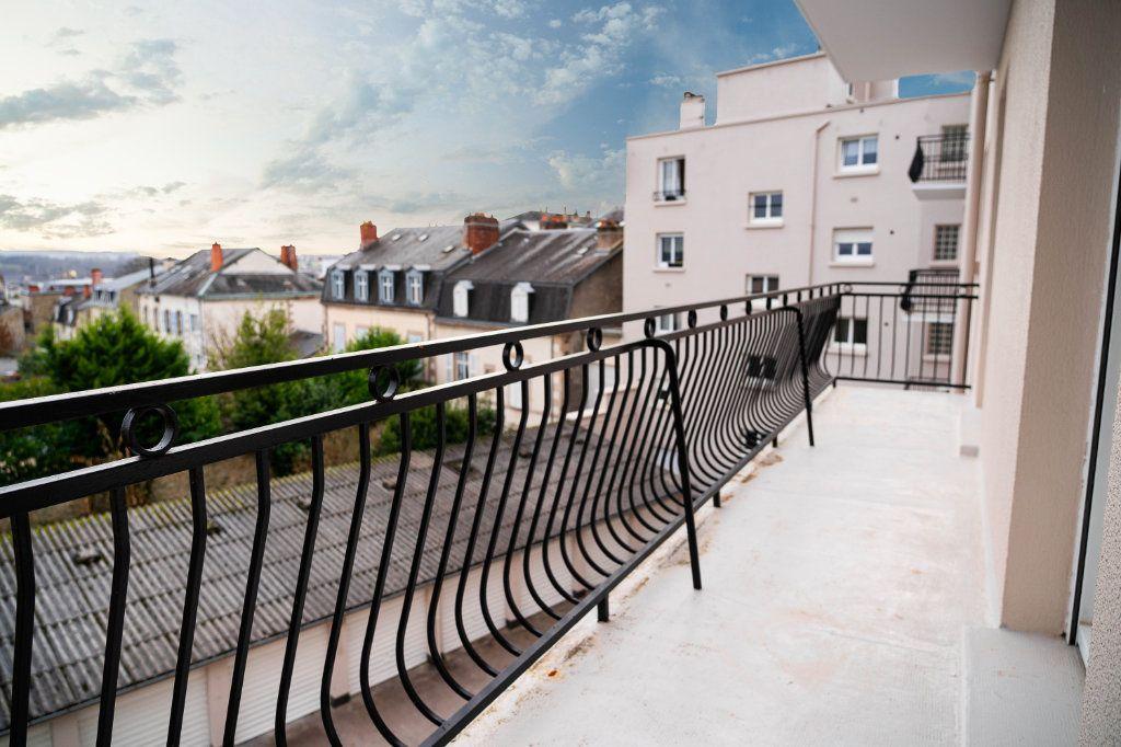 Appartement à louer 3 97.01m2 à Limoges vignette-1