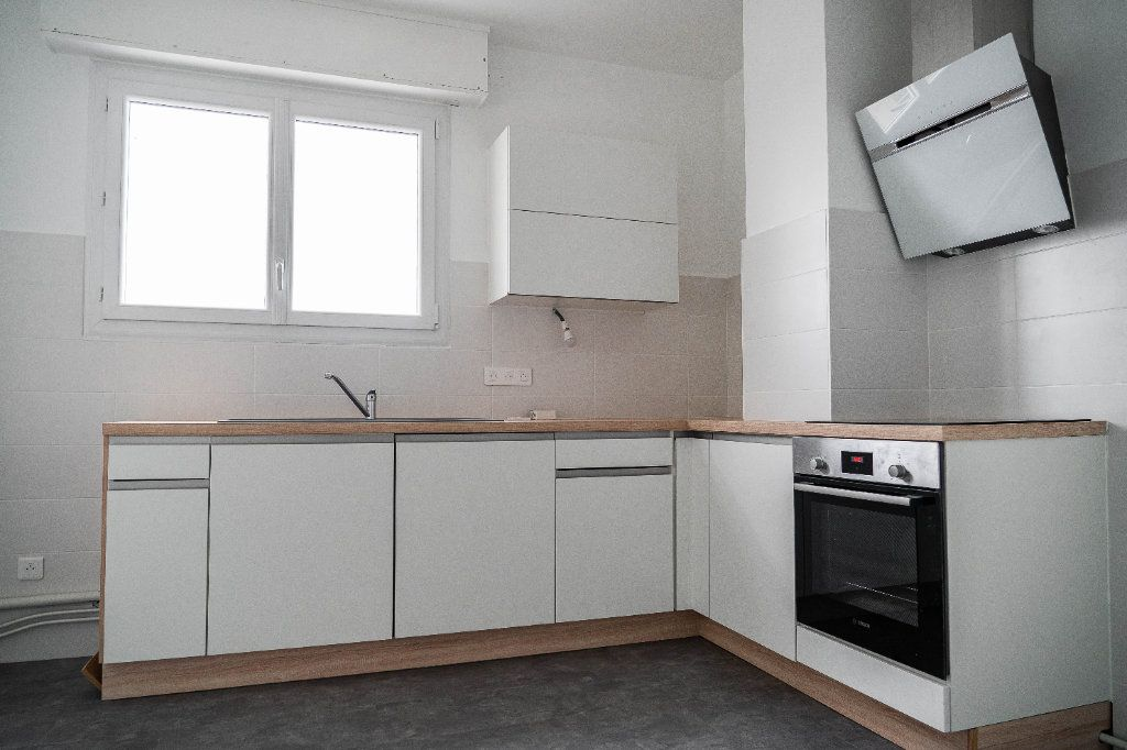 Appartement à louer 3 97.01m2 à Limoges vignette-2