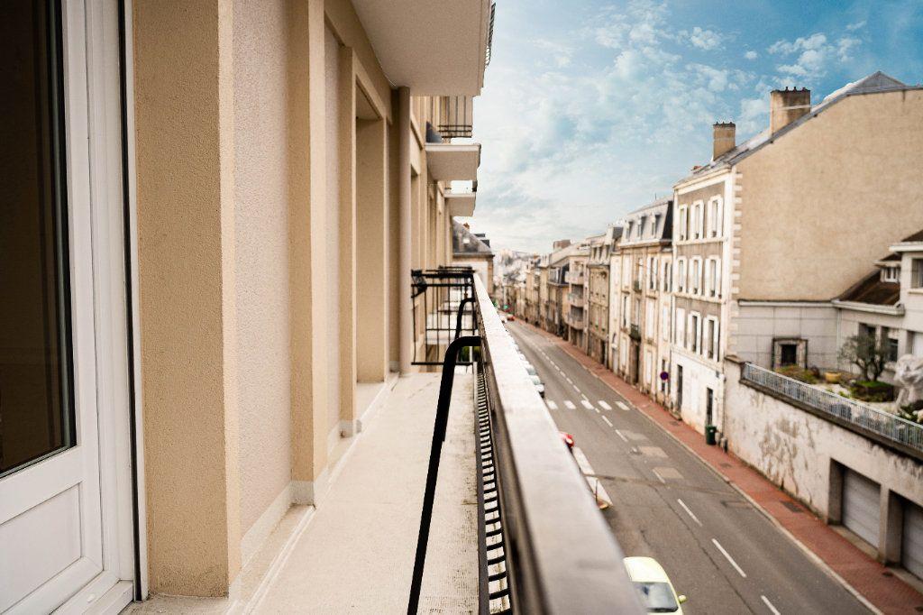 Appartement à louer 3 97.01m2 à Limoges vignette-5