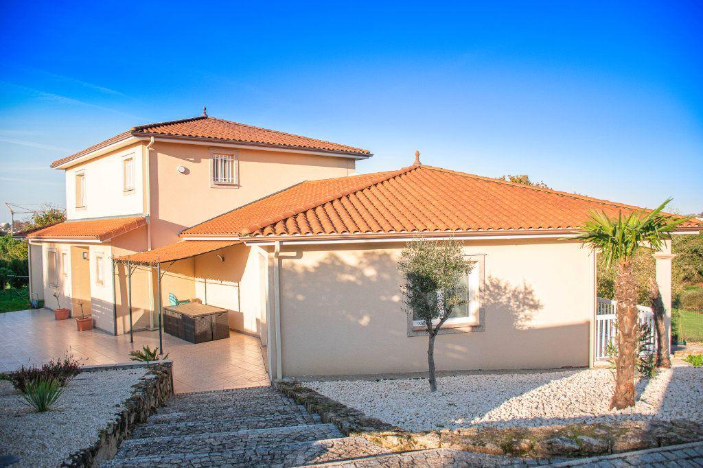 Maison à vendre 7 230m2 à Limoges vignette-1