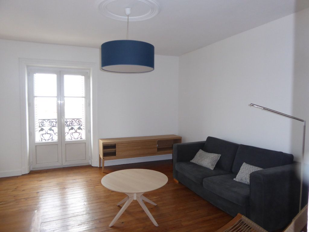 Appartement à louer 3 52.58m2 à Limoges vignette-2