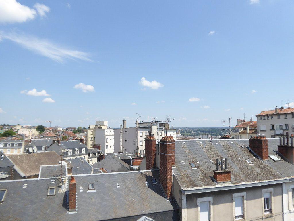 Appartement à louer 3 52.58m2 à Limoges vignette-8