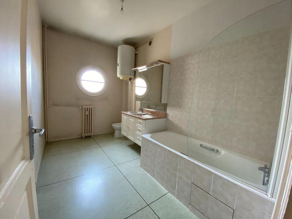 Appartement à louer 4 105m2 à Limoges vignette-7