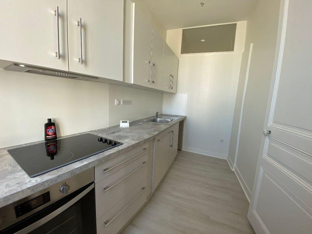 Appartement à louer 3 56.52m2 à Limoges vignette-1