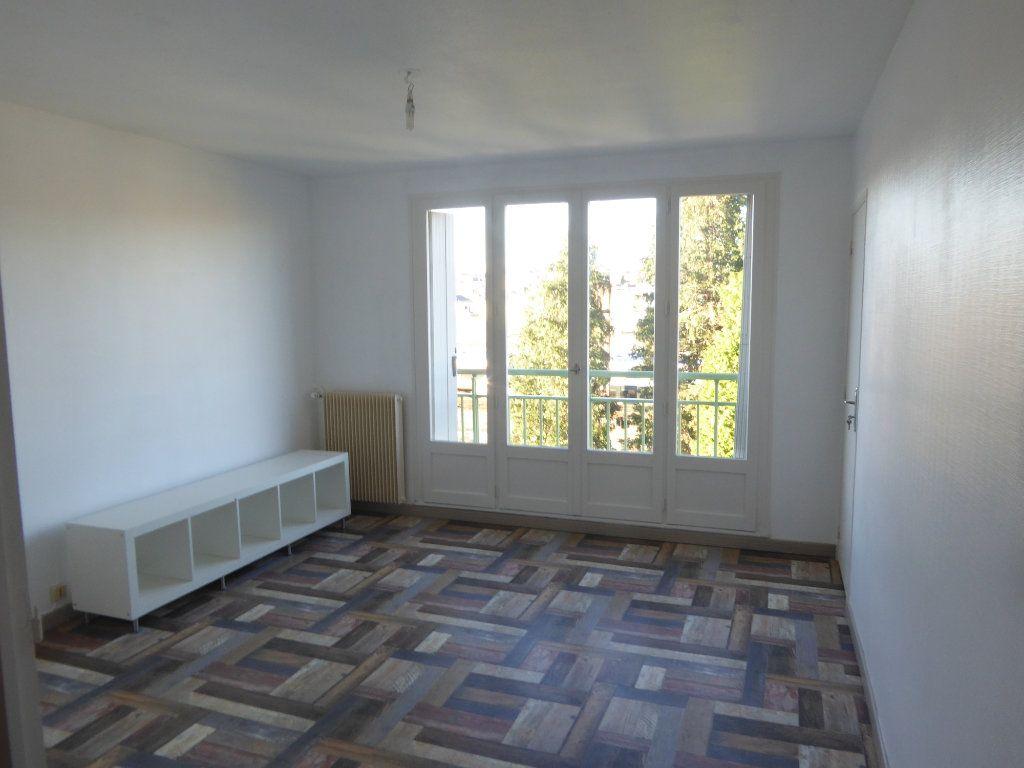 Appartement à louer 2 48.4m2 à Limoges vignette-2