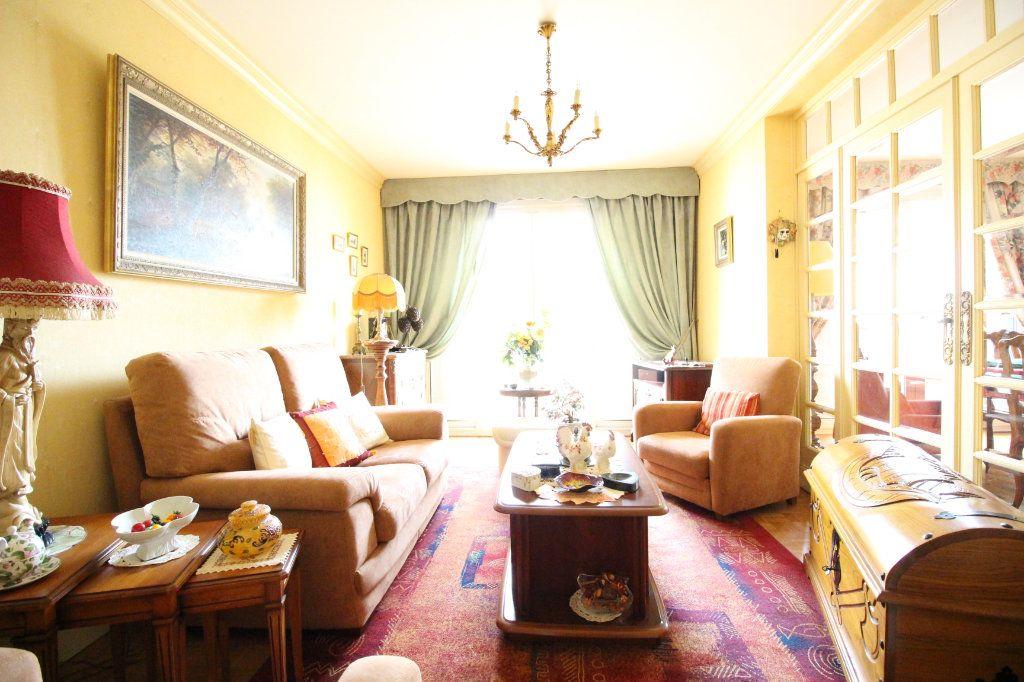 Appartement à vendre 5 93m2 à Limoges vignette-2