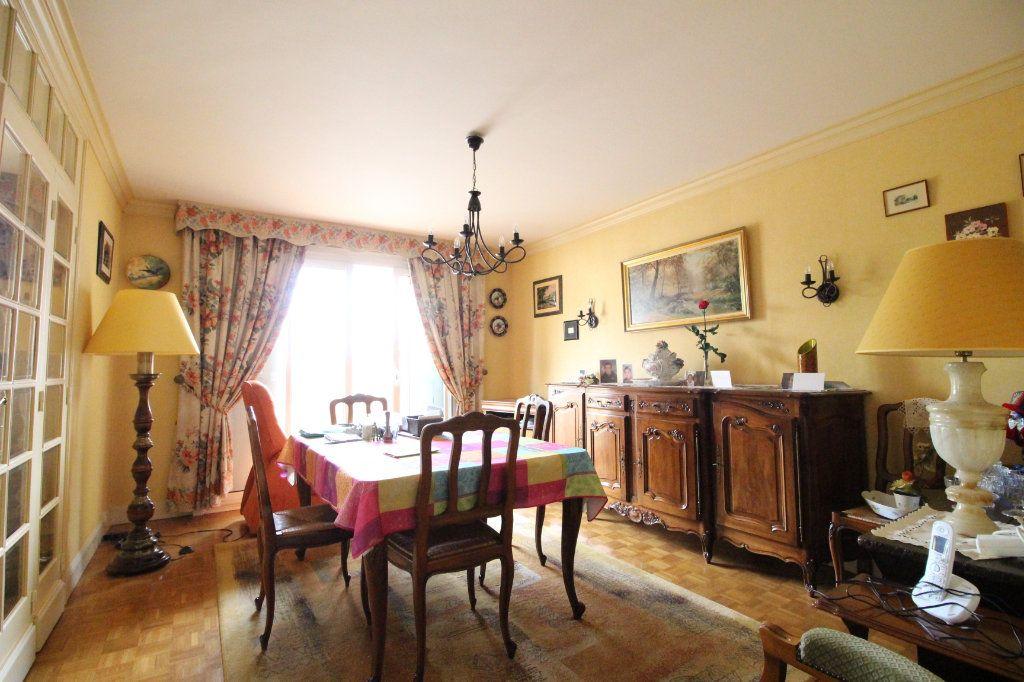 Appartement à vendre 5 93m2 à Limoges vignette-3