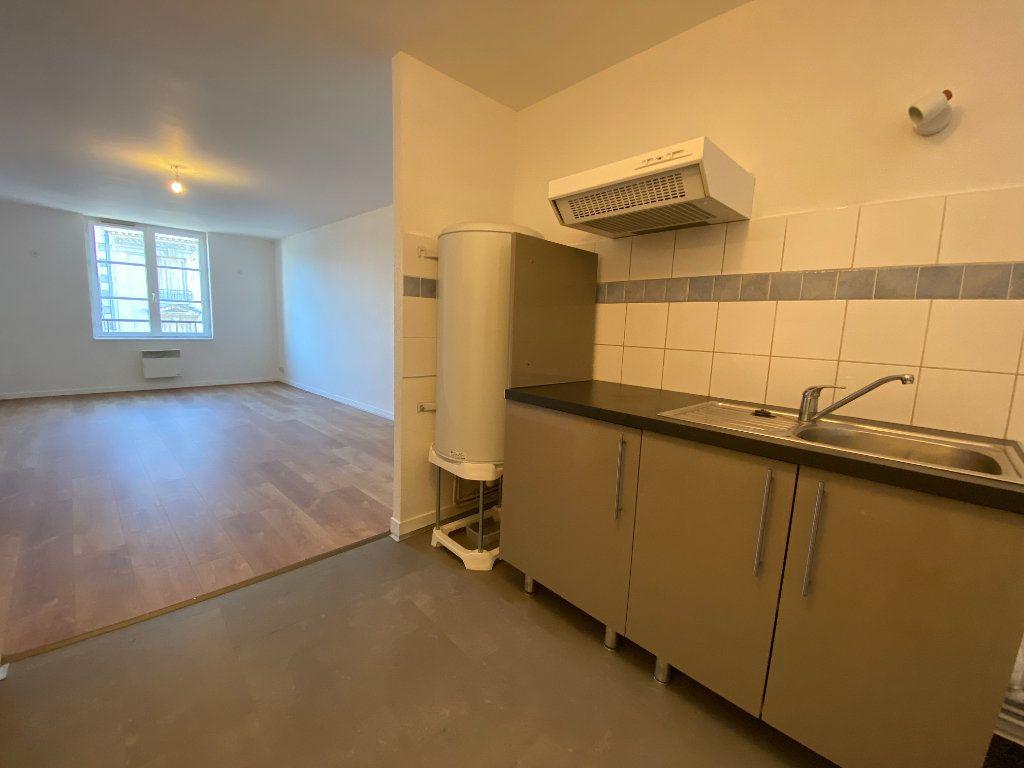 Appartement à louer 2 50m2 à Limoges vignette-2