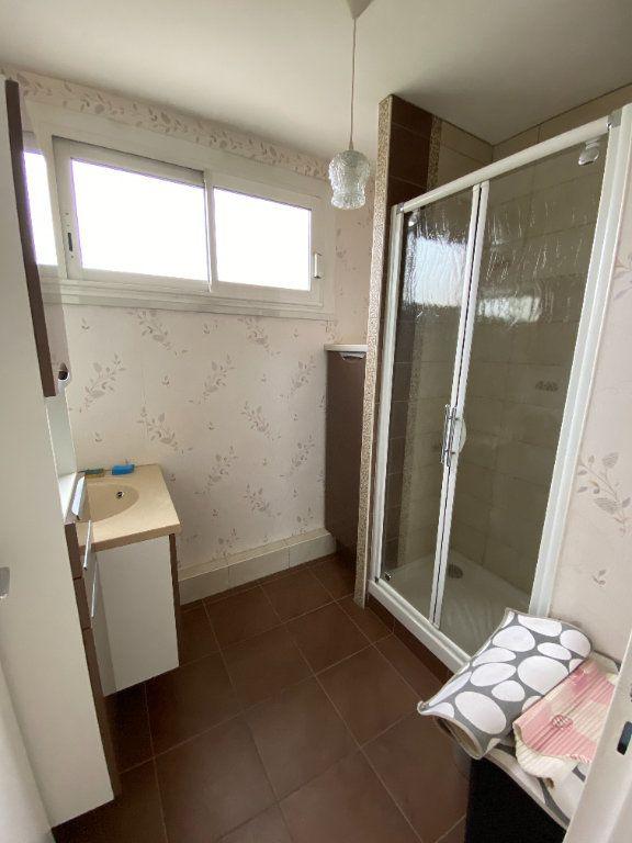 Appartement à louer 2 57.8m2 à Limoges vignette-5