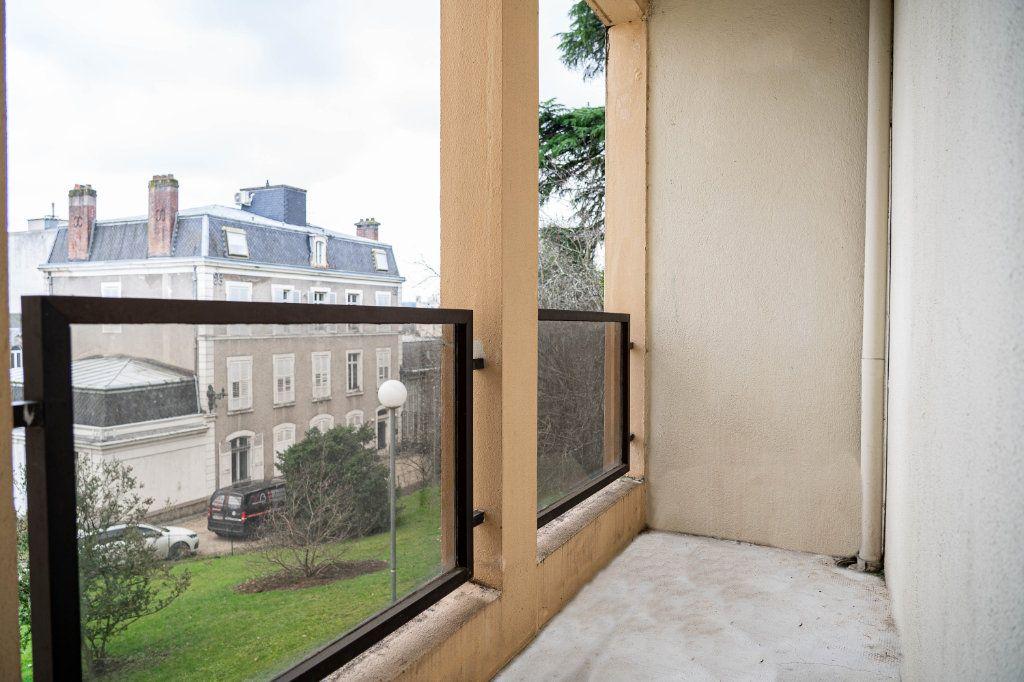 Appartement à louer 3 60m2 à Limoges vignette-1