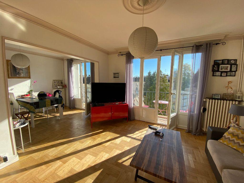 Appartement à louer 4 69.43m2 à Limoges vignette-1