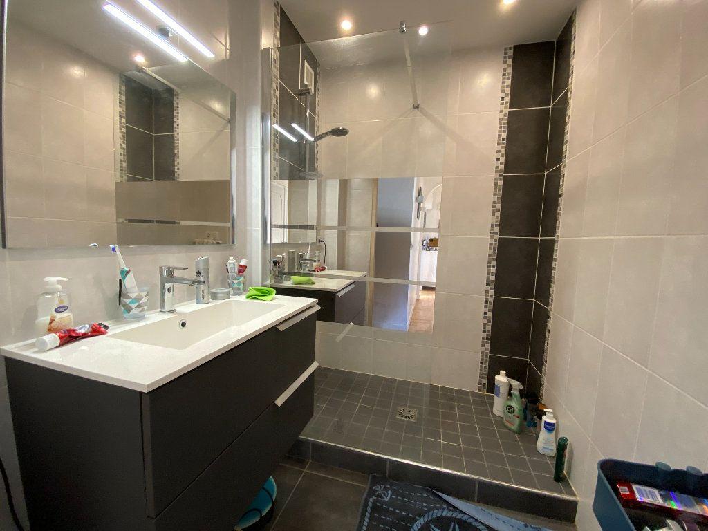 Appartement à louer 4 69.43m2 à Limoges vignette-2