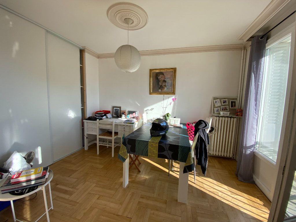Appartement à louer 4 69.43m2 à Limoges vignette-4