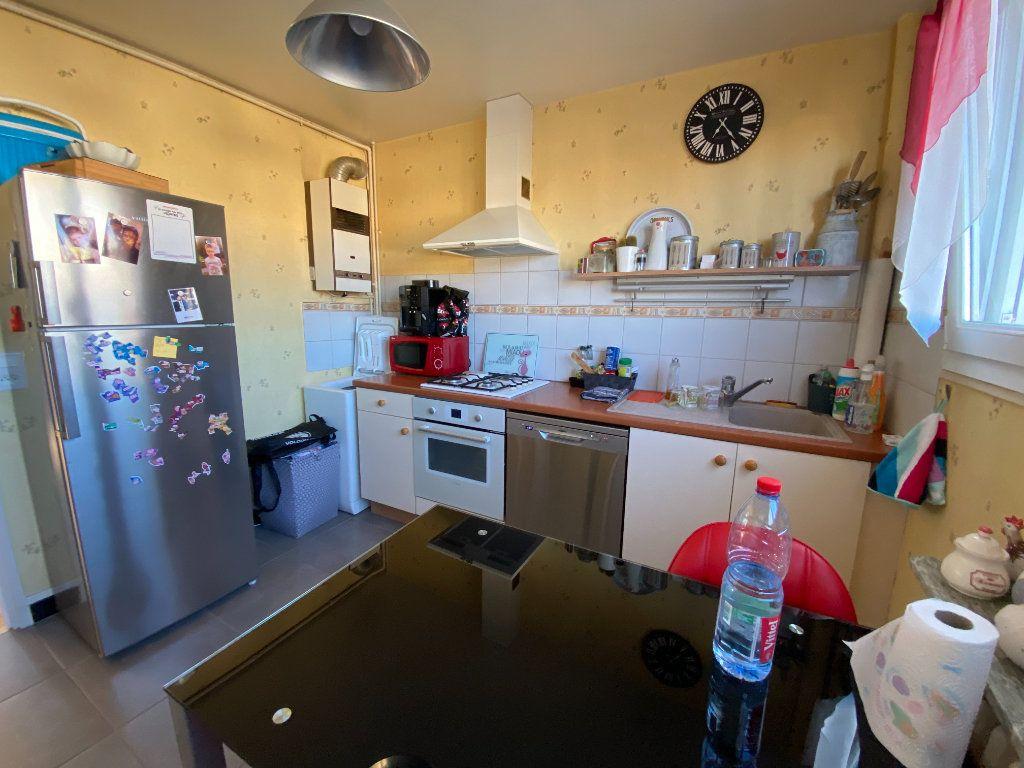 Appartement à louer 4 69.43m2 à Limoges vignette-6