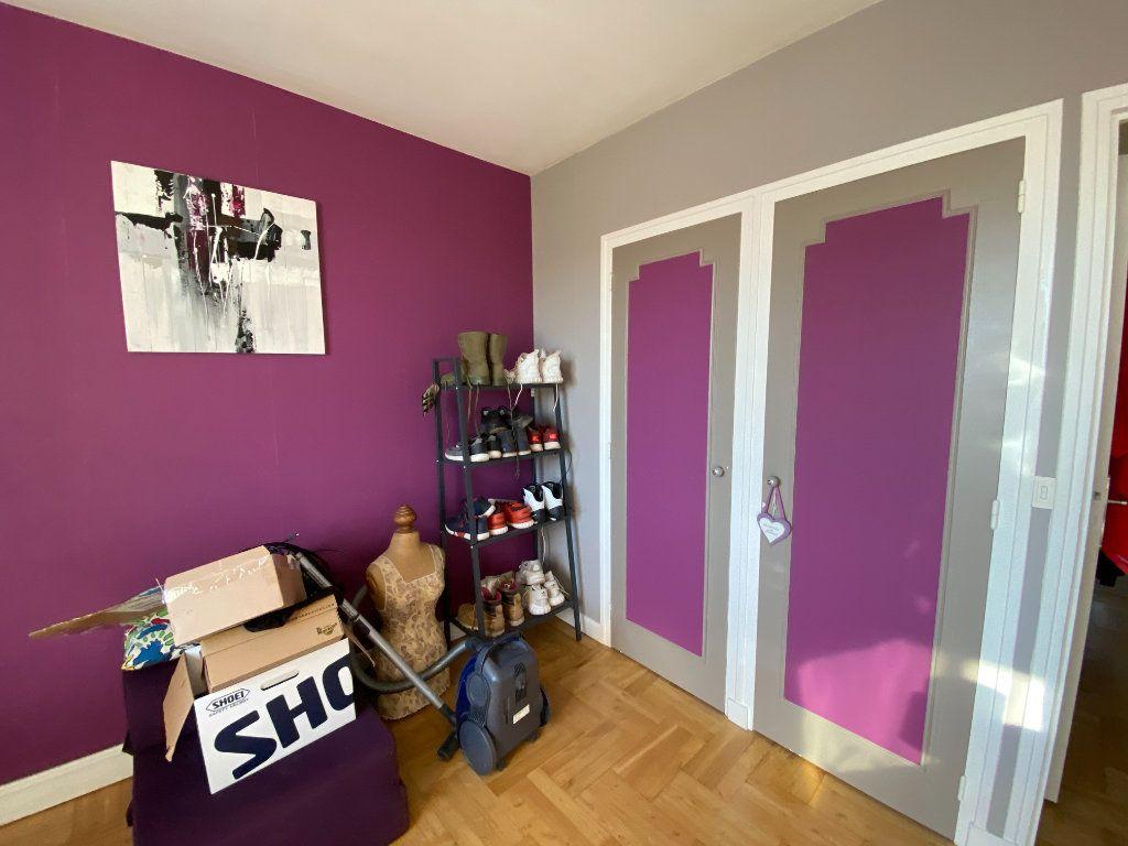 Appartement à louer 4 69.43m2 à Limoges vignette-9