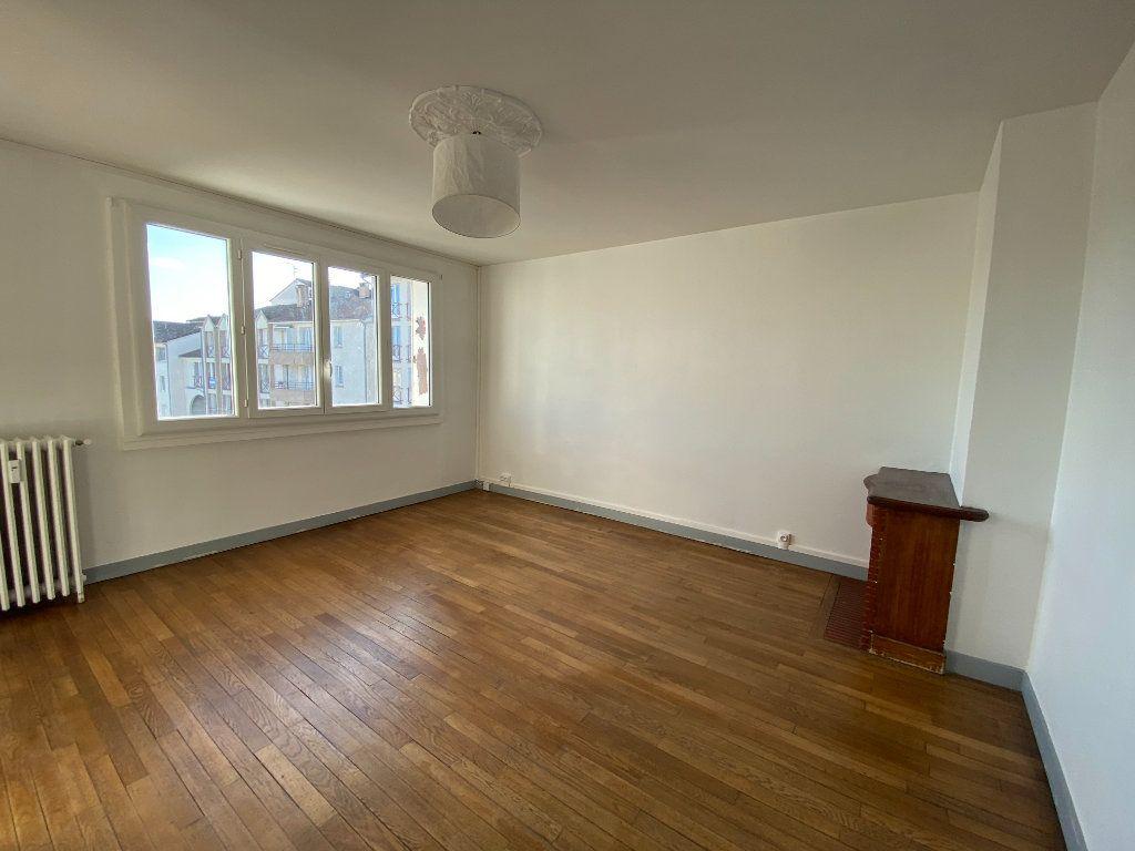 Appartement à louer 4 71.76m2 à Limoges vignette-4