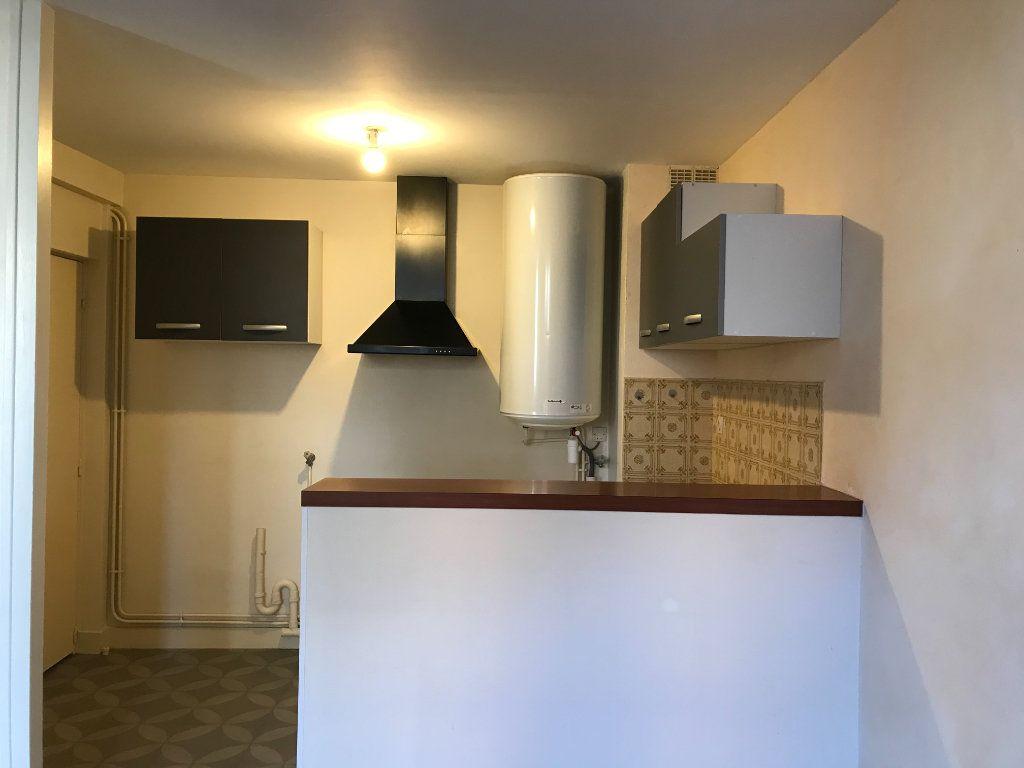 Appartement à louer 4 64.1m2 à Limoges vignette-3