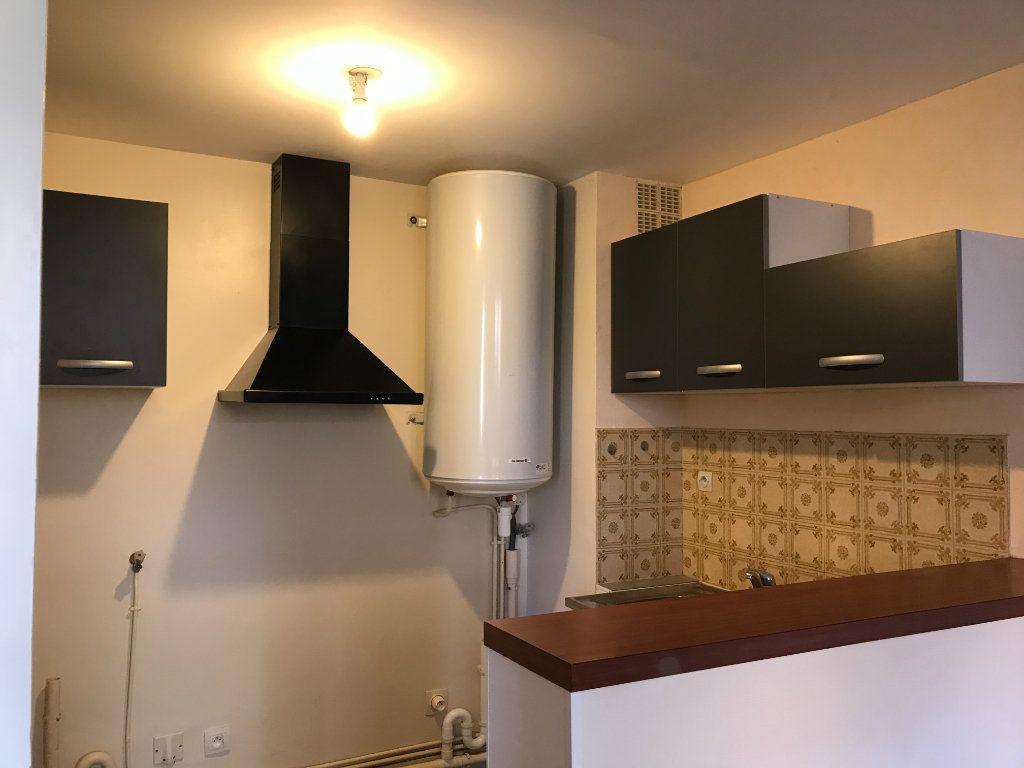 Appartement à louer 4 64.1m2 à Limoges vignette-4