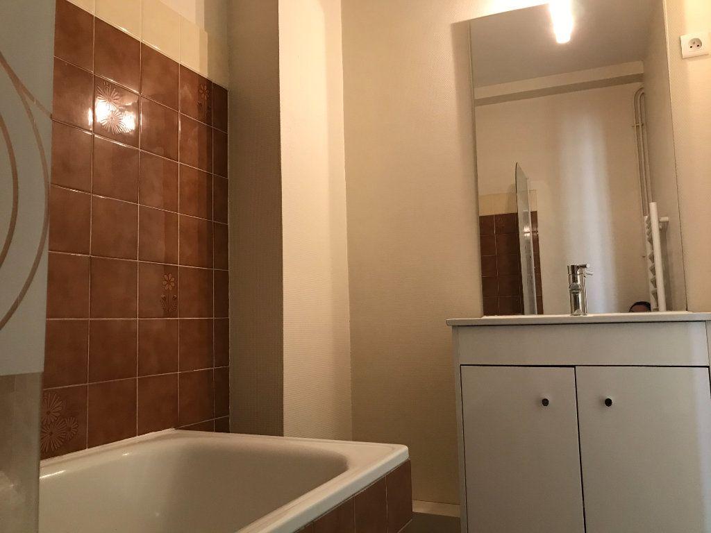 Appartement à louer 4 64.1m2 à Limoges vignette-8