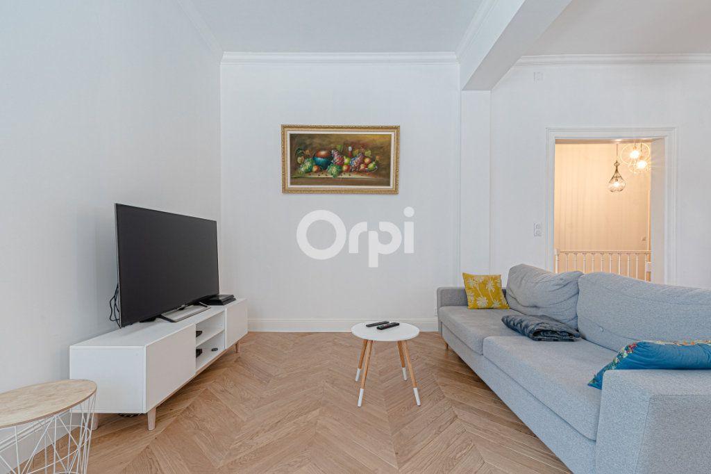Appartement à vendre 5 125.85m2 à Limoges vignette-4