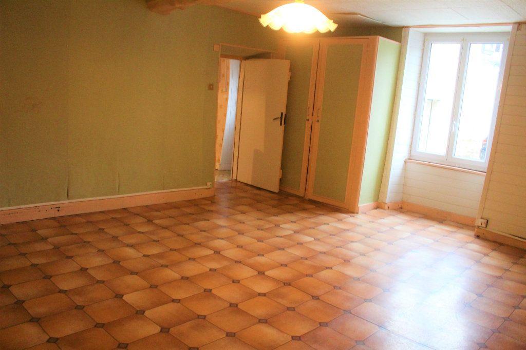 Maison à vendre 5 111.49m2 à Saint-Victurnien vignette-3