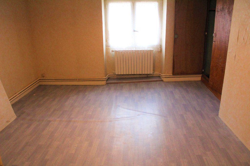 Maison à vendre 5 111.49m2 à Saint-Victurnien vignette-4