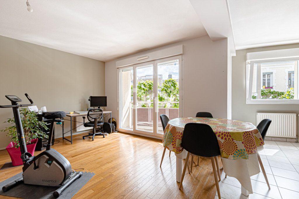 Appartement à vendre 4 97m2 à Limoges vignette-2