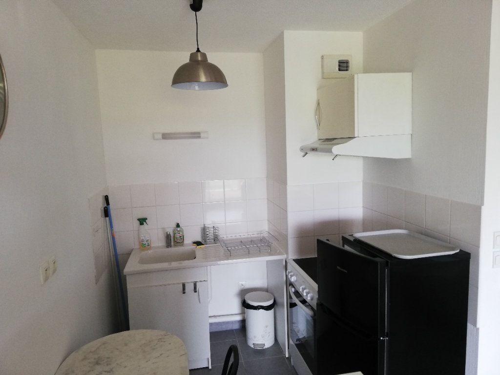 Appartement à louer 2 33.23m2 à Limoges vignette-3