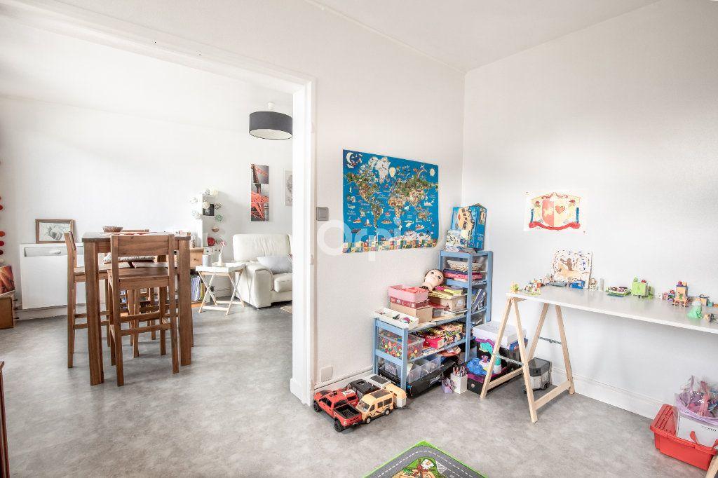 Appartement à vendre 5 86.36m2 à Limoges vignette-2