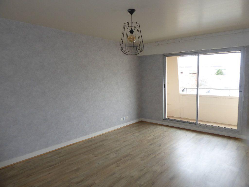 Appartement à louer 2 50.43m2 à Limoges vignette-1