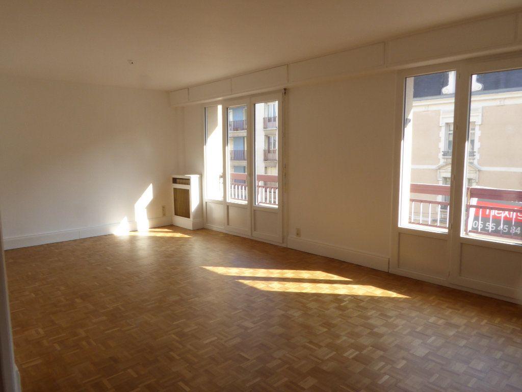 Appartement à louer 3 84.71m2 à Limoges vignette-1