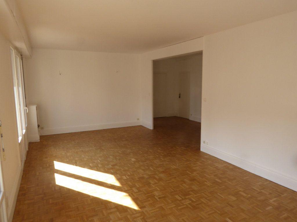 Appartement à louer 3 84.71m2 à Limoges vignette-2