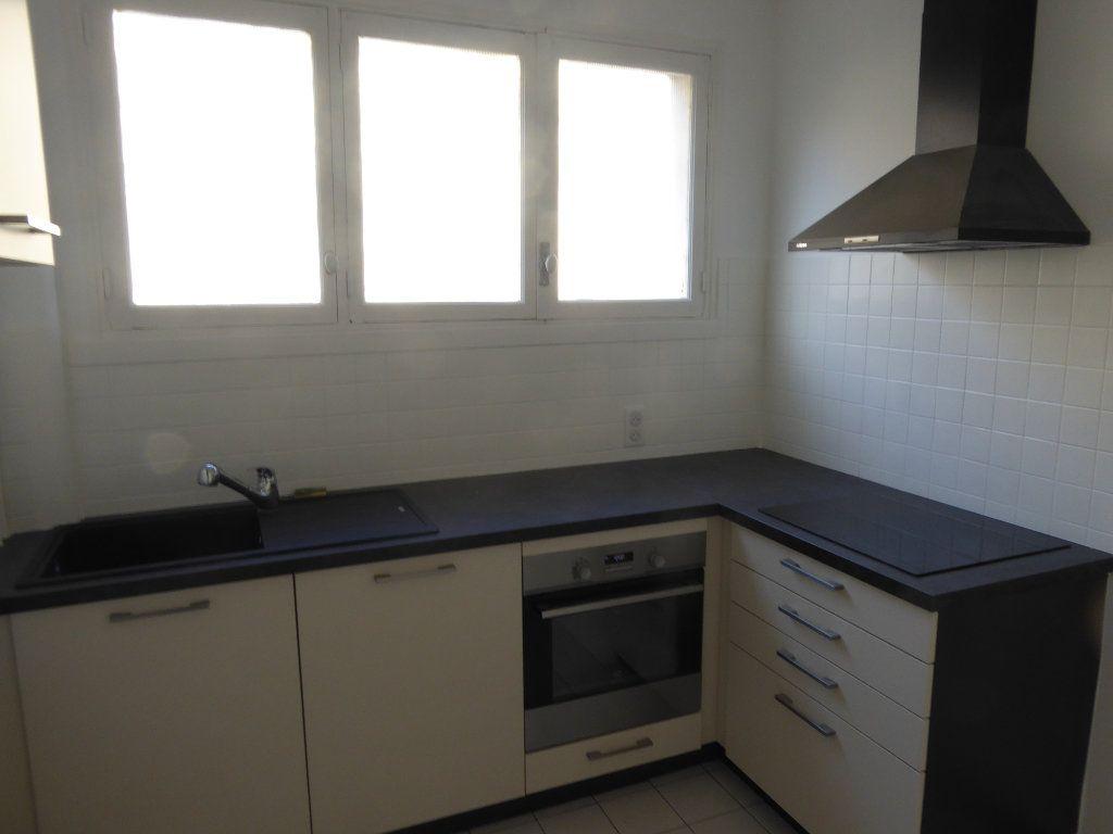 Appartement à louer 3 84.71m2 à Limoges vignette-3