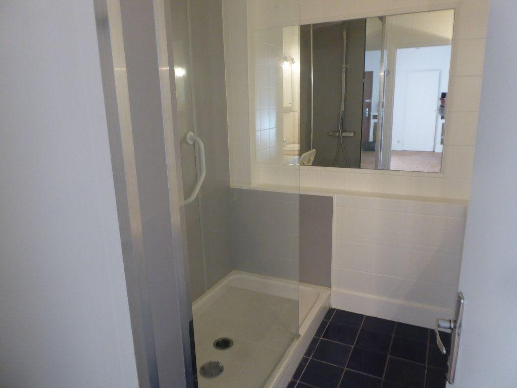 Appartement à louer 3 84.71m2 à Limoges vignette-4