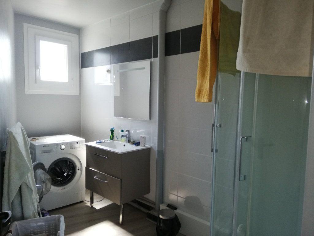 Appartement à louer 4 82.6m2 à Limoges vignette-4