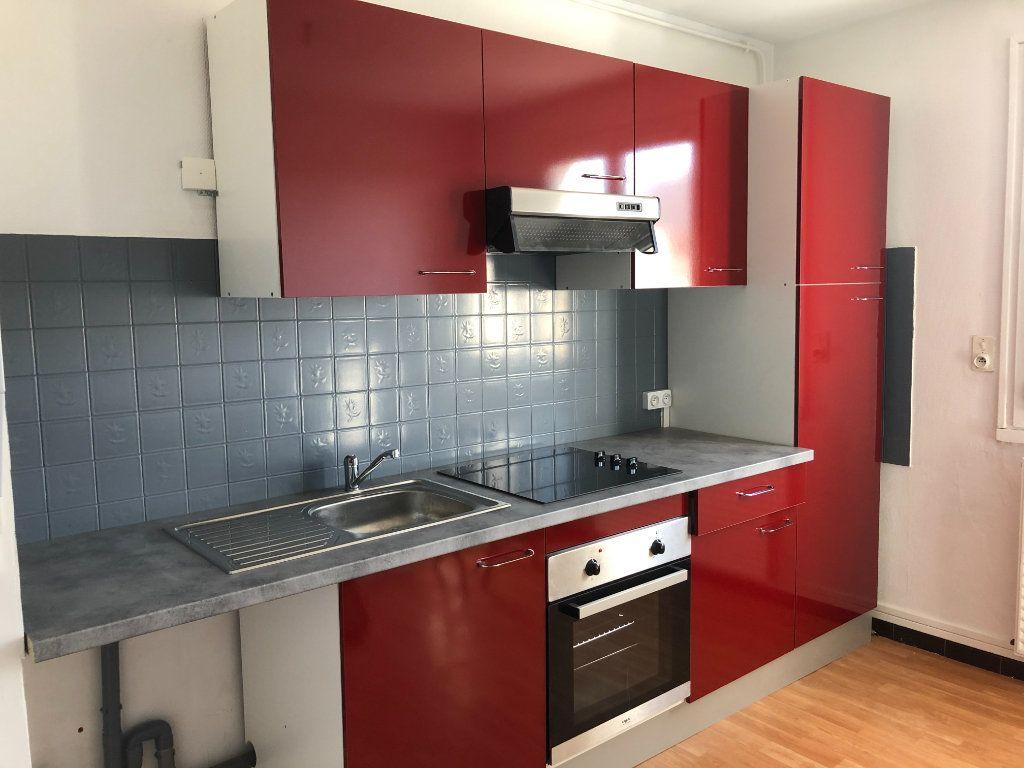 Appartement à louer 3 62.82m2 à Limoges vignette-1