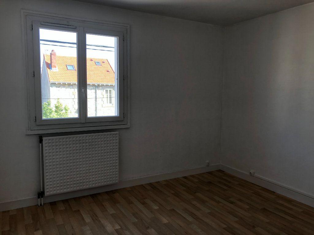 Appartement à louer 3 62.82m2 à Limoges vignette-3