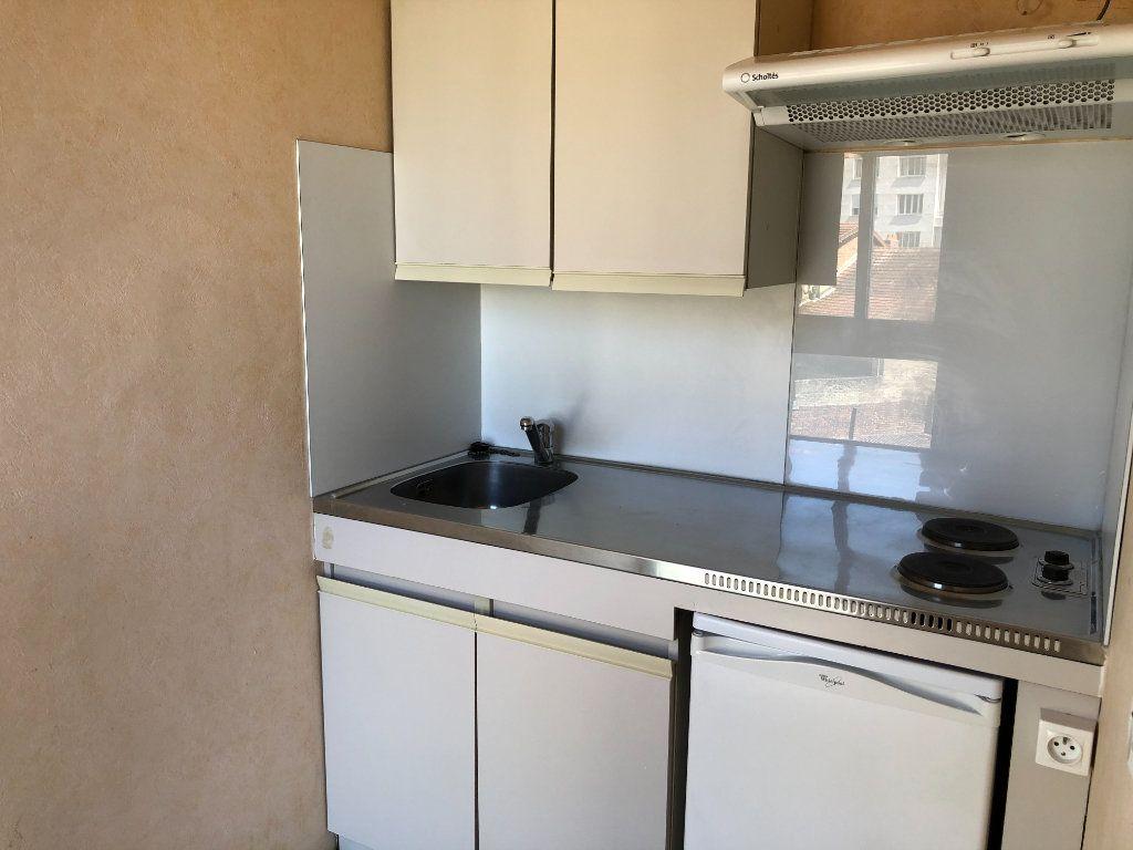 Appartement à louer 1 26.93m2 à Limoges vignette-2