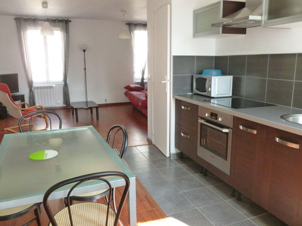 Appartement à louer 1 35m2 à Reims vignette-1