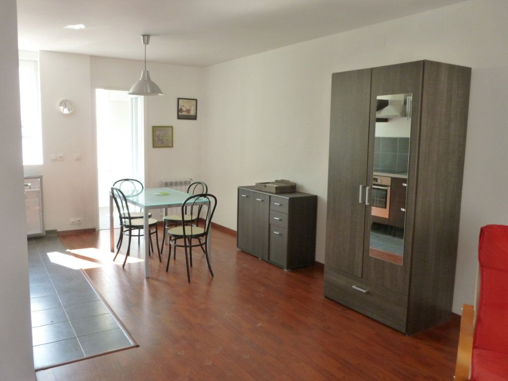 Appartement à louer 1 35m2 à Reims vignette-4