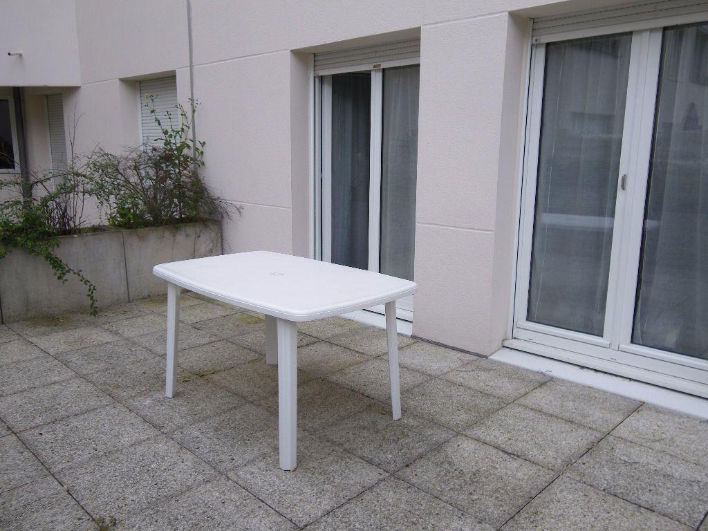 Appartement à louer 1 27m2 à Reims vignette-3