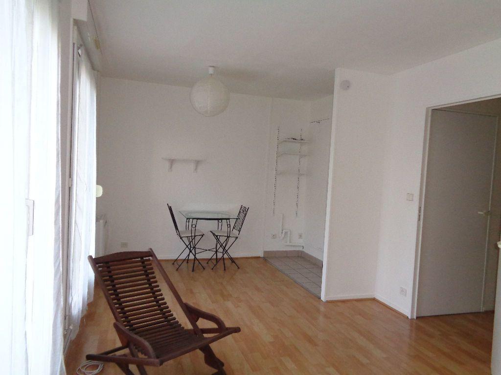 Appartement à louer 1 27m2 à Reims vignette-4
