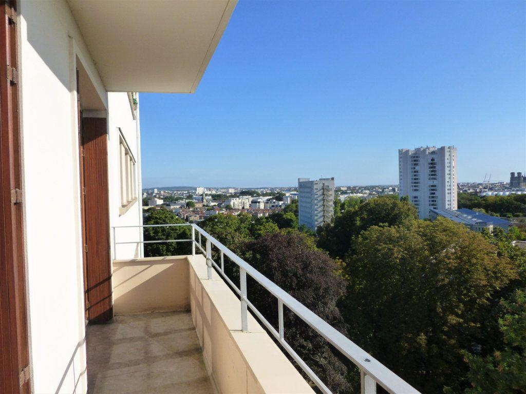 Appartement à louer 2 54.8m2 à Reims vignette-1