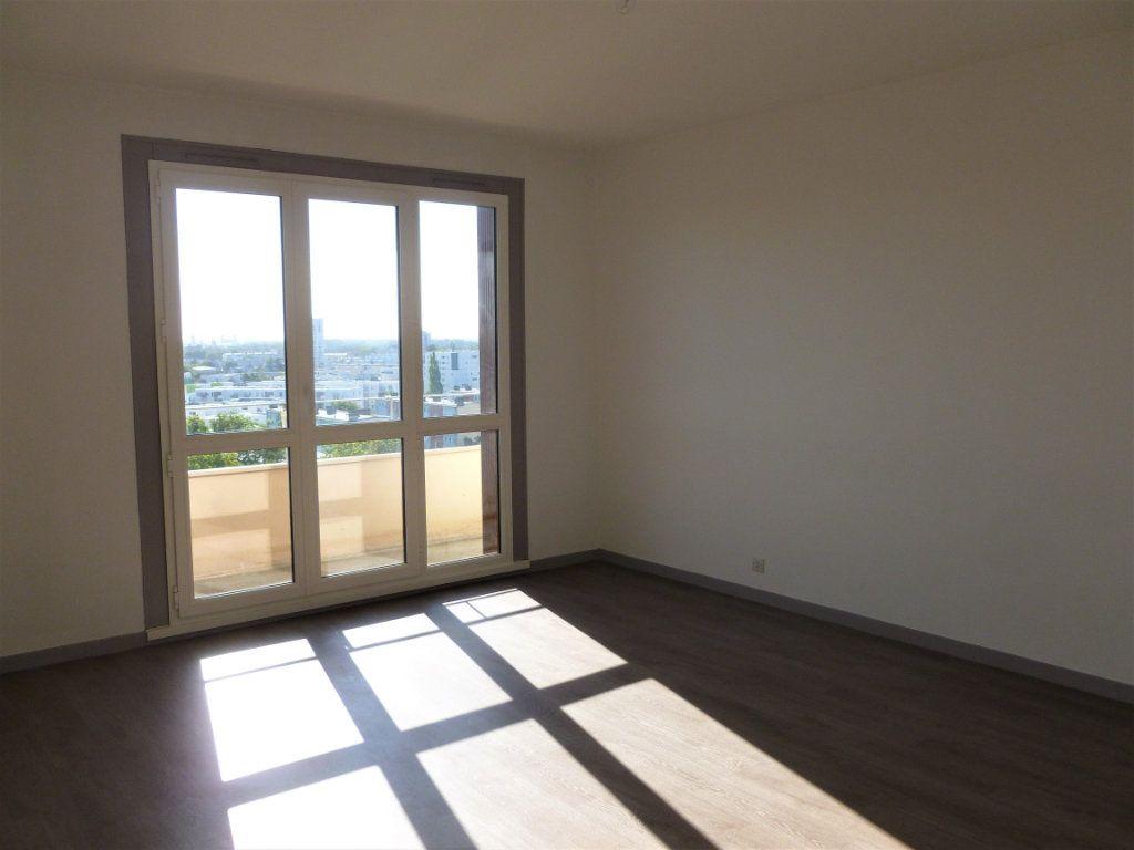 Appartement à louer 2 54.8m2 à Reims vignette-3