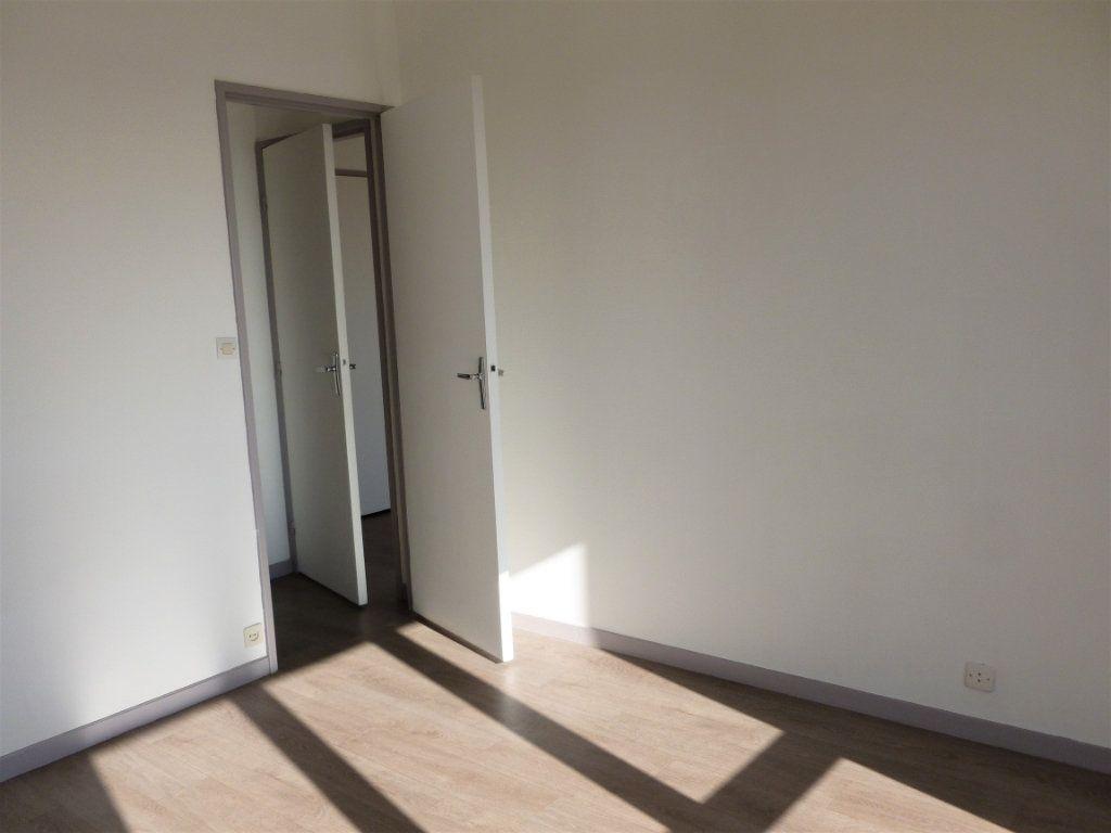 Appartement à louer 2 54.8m2 à Reims vignette-4