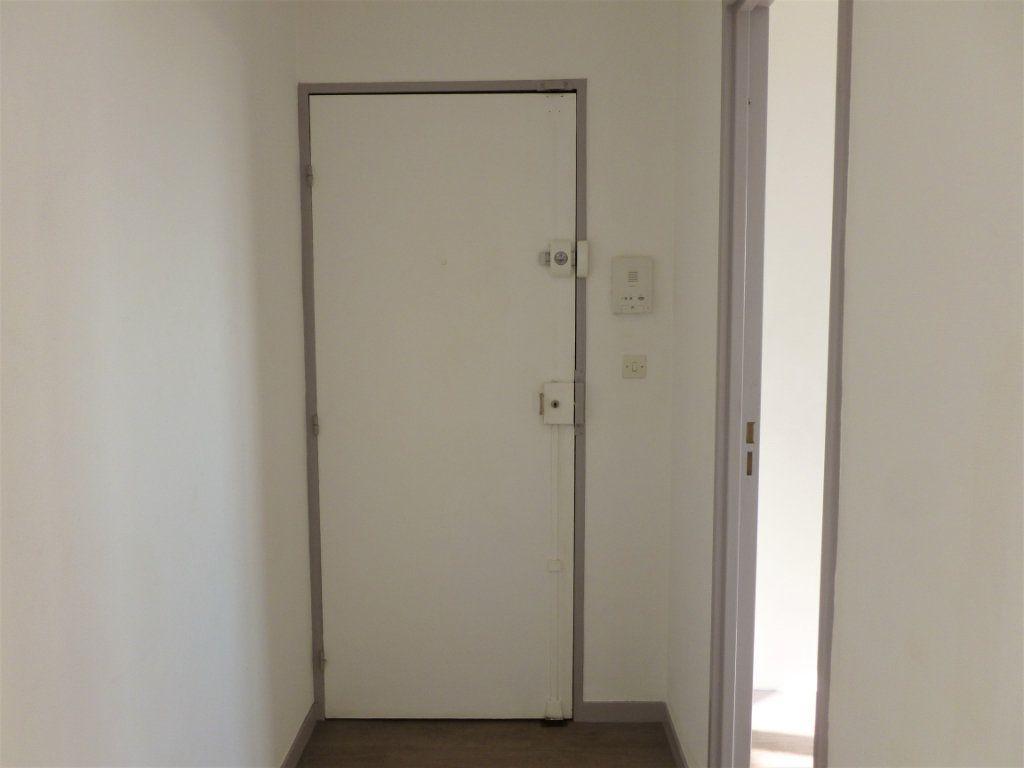 Appartement à louer 2 54.8m2 à Reims vignette-8